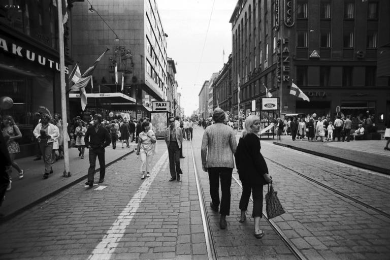 Näkymä kävelykatukokeilusta Aleksilla vuonna 1970.